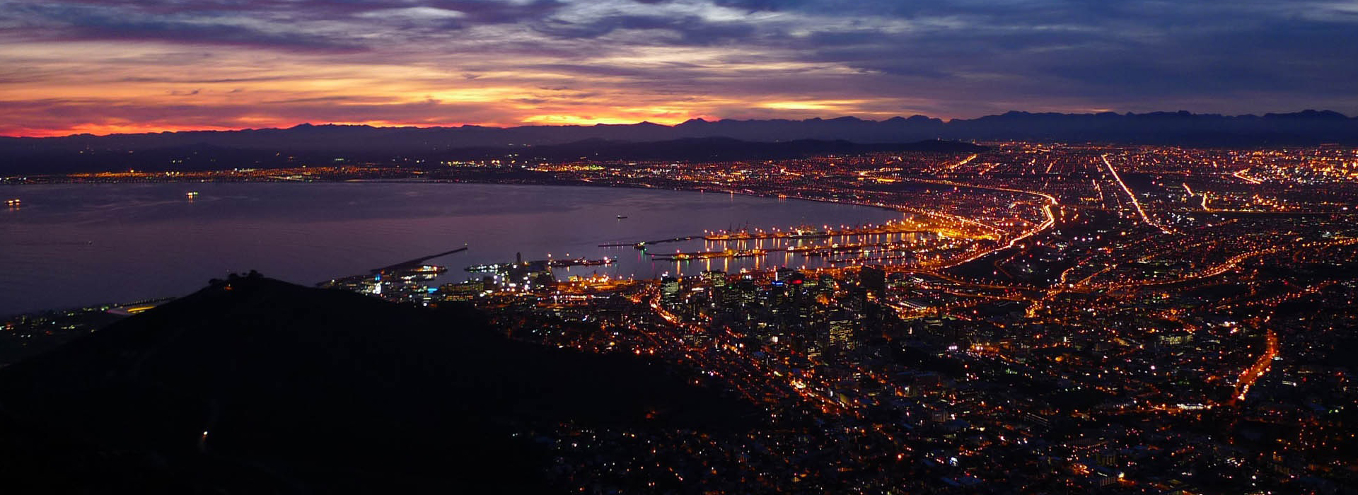 Amazing picturesque view of the Mother City Cape Town at dusk